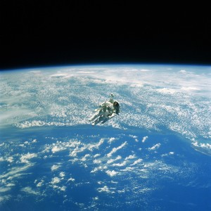 astronaut hanging above the earth ipad wallpaper