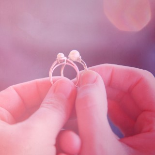 purple sherbet photography - hands holding rings ipad wallpaper