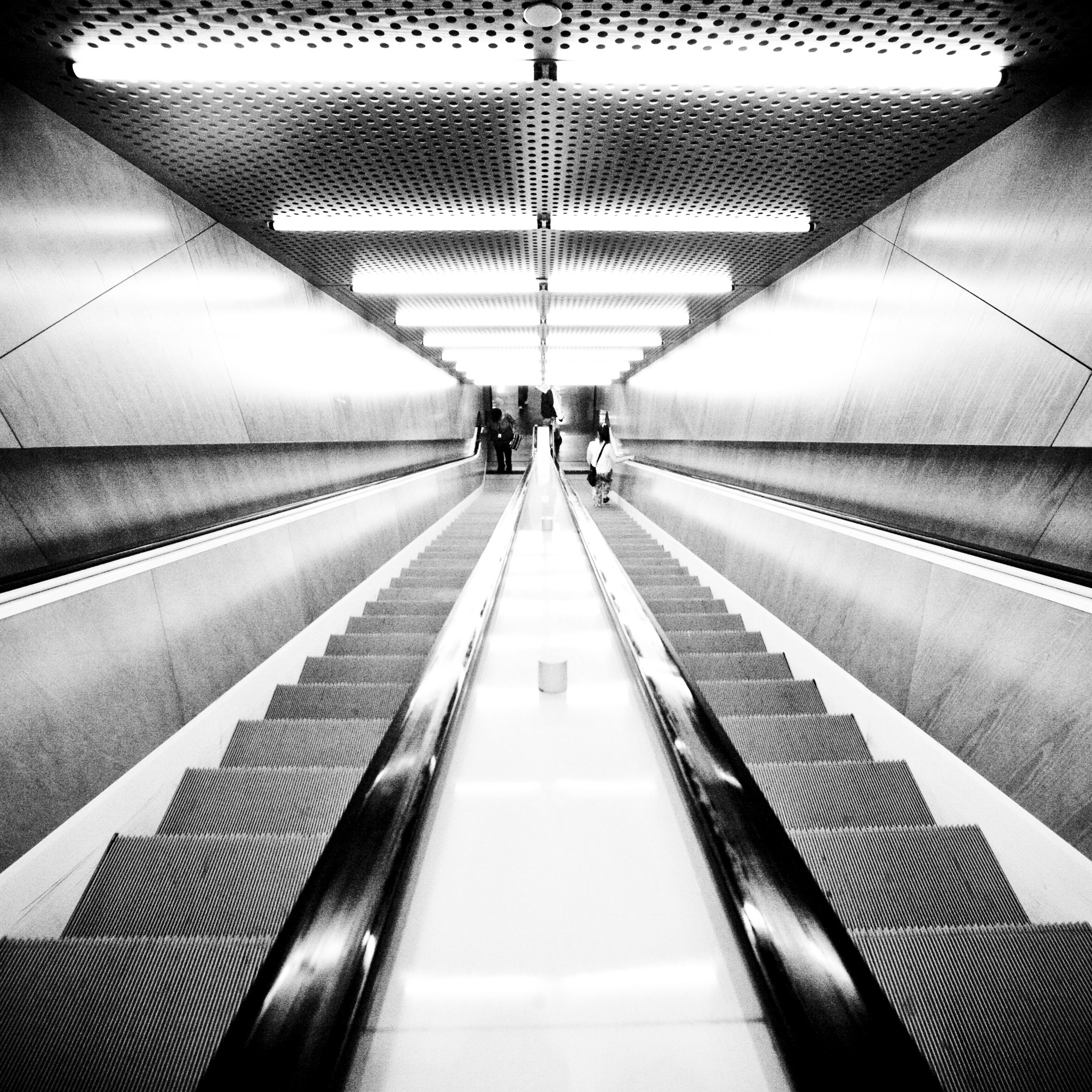 thomas hawk - people in escalator ipad wallpaper