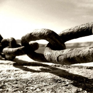 tonton copt - chain in black and white ipad wallpaper